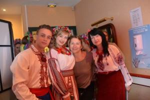 В центрі дві Марійки - одна з України, друга  з Фроанції